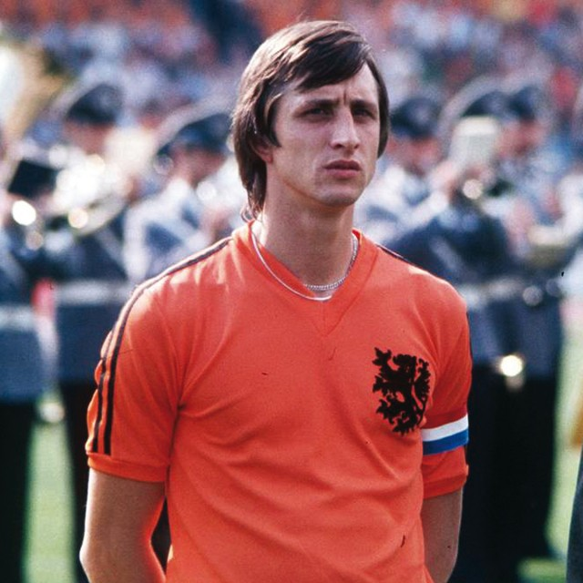 JOHAN CRUYFF IN WORLD CUP T-SHIRT