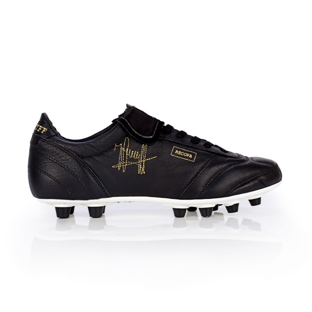 MATCH: Black, original design, real soccer shoes from Johan Cruyff